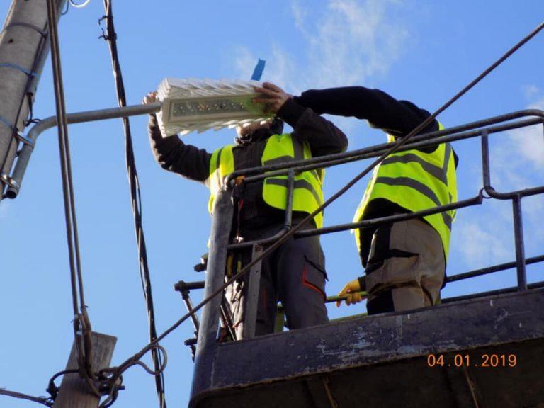 Ενθουσιασμένοι οι κάτοικοι του Ζεφυρίου με τον θεαματικό φωτισμό των λαμπτήρων Led στις γειτονιές τους!