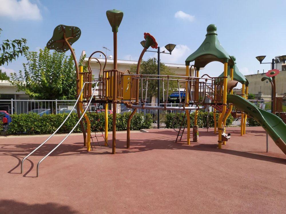 Πλήρως ανακατασκευασμένη και αναβαθμισμένη η παιδική χαρά στην πλατεία Ηρώων, στα Άνω Λιόσια