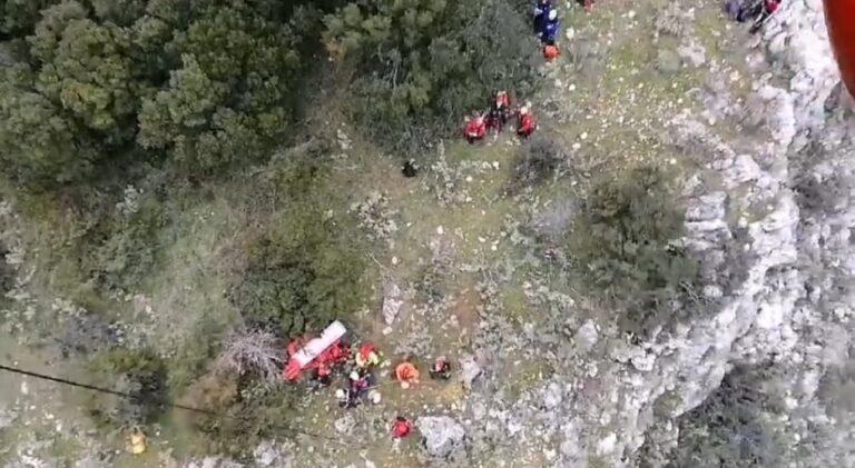 Ανασύρθηκε 11 ώρες μετά τον εντοπισμό, η σορός του άτυχου ορειβάτη