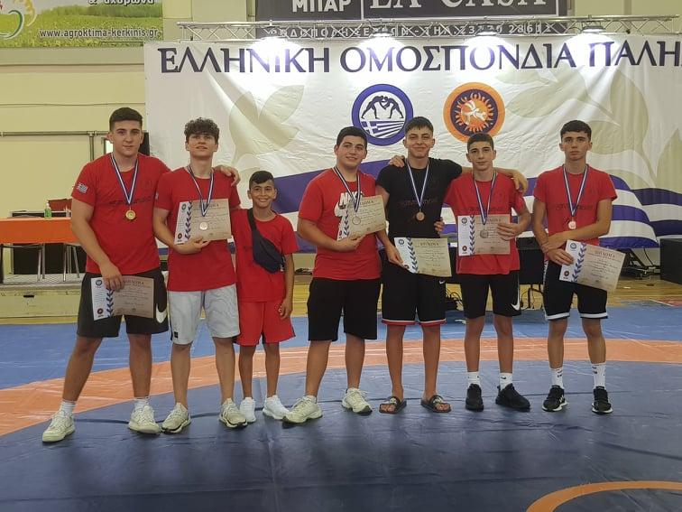"""Σάρωσαν τα μετάλλια οι """"Ζεφυριώτες"""" παλαιστές στο Πανελλήνιο Πρωτάθλημα Παίδων 2021!"""